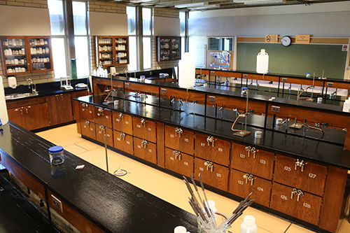 Prior to the renovation, the Selkirk College chemistry labs were outdated with very few modifications since the Castlegar Campus opened in 1966.